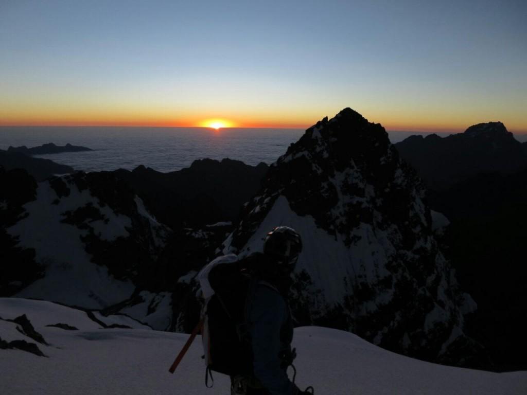 Ammirando l'alba in cima al Pequeno Alpamayo